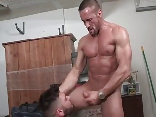 Gay hunk with muscles and tattoos gets fucked raw