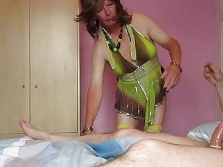 Cross-dressing shemale gets pounded after a hummer