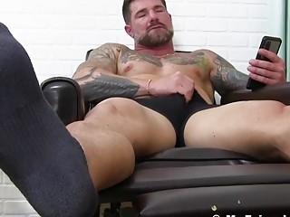 Muscle hunk foot fetish masturbation